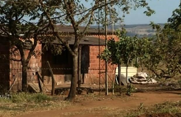 Cinco pessoas foram executadas em casa de Anápolis, Goiás (Foto: Reprodução/ TV Anhanguera)