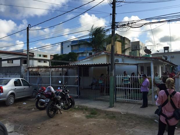 Segundo a polícia, o suspeito trabalhava como pintor e morava na rua das vítimas (Foto: Lorena Andrade/TV Globo)