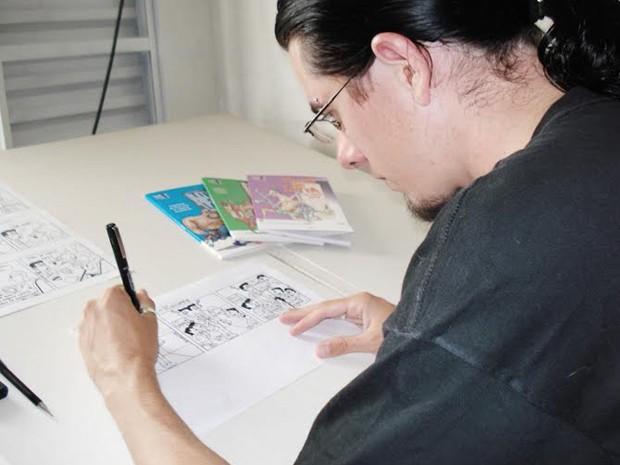 A meta do cartunista era arrecadar R$ 6 mil em 60 dias, ele acabou conseguindo R$ 6.070,00 e os quadrinhos foi parar nas páginas do livro 'Vida de Leiturista' (Foto: Reprodução/ Arquivo Pessoal)
