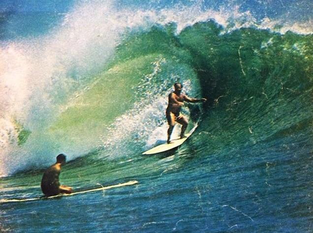 Conrad Canha foi um dos pioneiros da arte de pegar tubos, ainda no final da dcada de 1950, no Hava (Foto: Phil Wilson/Encyclopedia of Surfing)