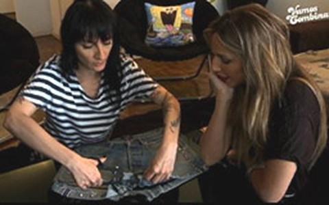 Estilista mostra como transformar a calça jeans em saia