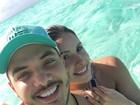 Wesley Safadão posa abraçadinho com Thyane Dantas nas Bahamas