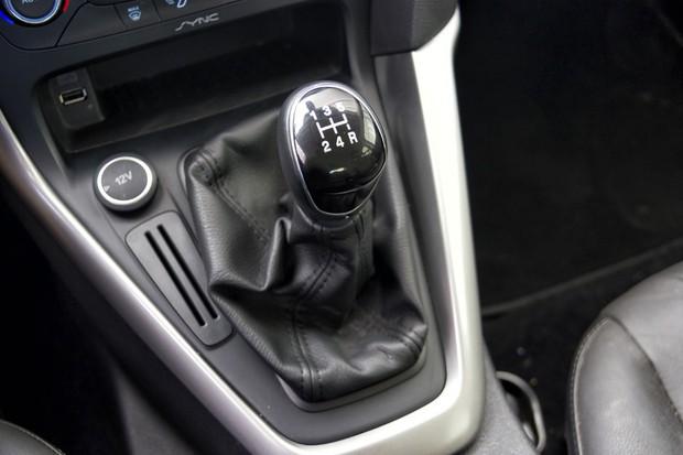 Câmbio manual do Ford Focus 1.6 SE Plus (Foto: Leo Sposito / Autoesporte)