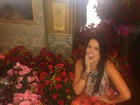 Débora Lyra faz aniversário e ganha 26 buquês de flores de admirador