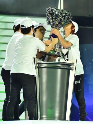 Time sul-coreano Samsung Galaxy White vence mundial de 'League of Legends' de 2014, na Coreia do Sul. (Foto: Divulgação/Samsung Galaxy White)
