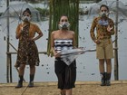 Desfile de moda com máscaras de gás denuncia poluição na Indonésia