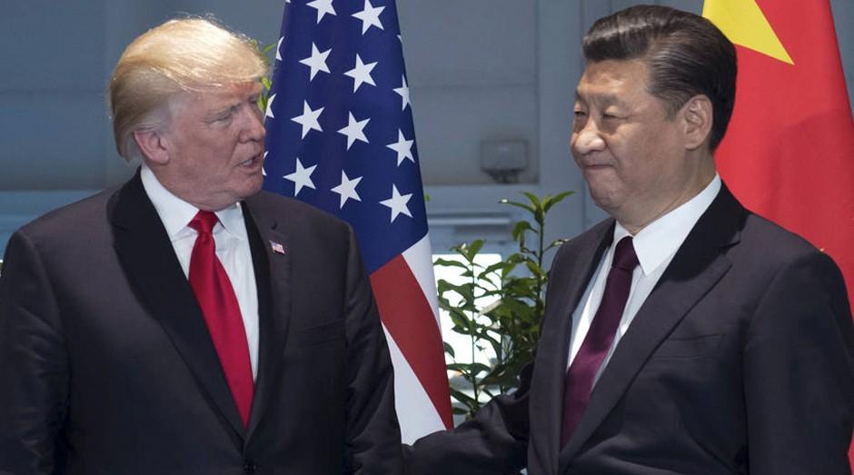 Os presidentes dos Estados Unidos, Donald Trump, e da China, Xi Jinping, em encontro bilateral do G20 em julho deste ano (Foto: Estadão Conteúdo)