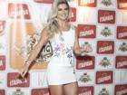 Mirella Santos deixa pernas saradas à mostra em lançamento de camarote