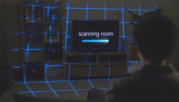 Aparelho escaneia sala do jogador para poder projetar imagens compensando posição dos objetos no cômodo (Foto: Divulgação)