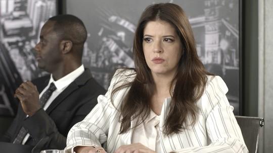 Maria Pia sugere que Eric investigue o trabalho e Luíza