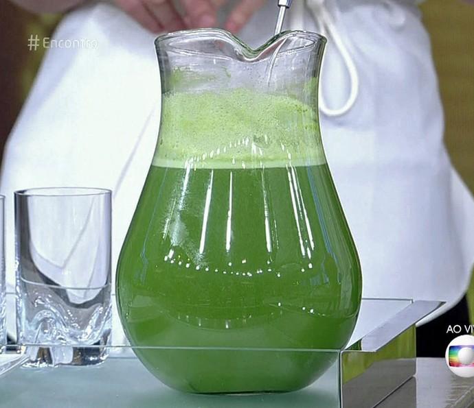 Suco verde feito pela chef naturalista (Foto: TV Globo)