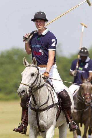 Príncipe William participa de torneio de polo (Foto: Facebook / Reprodução)