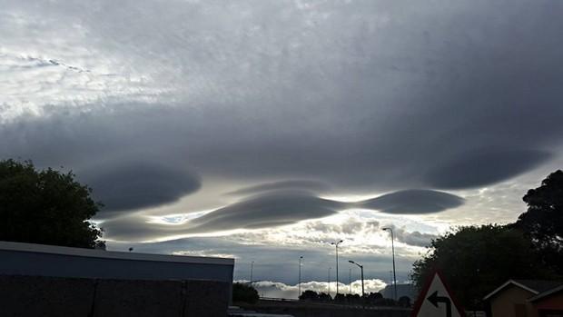 'Quem está olhando essas nuvens estranhas agora?', perguntou o usuário do Instagram que postou esta foto no domingo  (Foto: Reprodução/Instagram/keenanherborn)