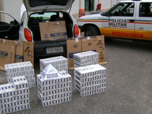 Carga de cigarros contrabandeados apreendida em Ibertioga (Foto: Polícia Militar Rodoviária/Divulgação)