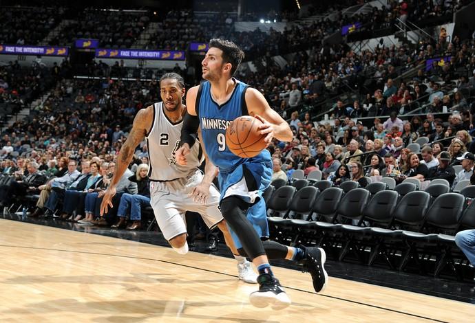 Ricky Rubio fez triplo-duplo, mas não conseguiu evitar derrota do Minnesota Timberwolves para o San Antonio Spurs (Foto: Getty Images)