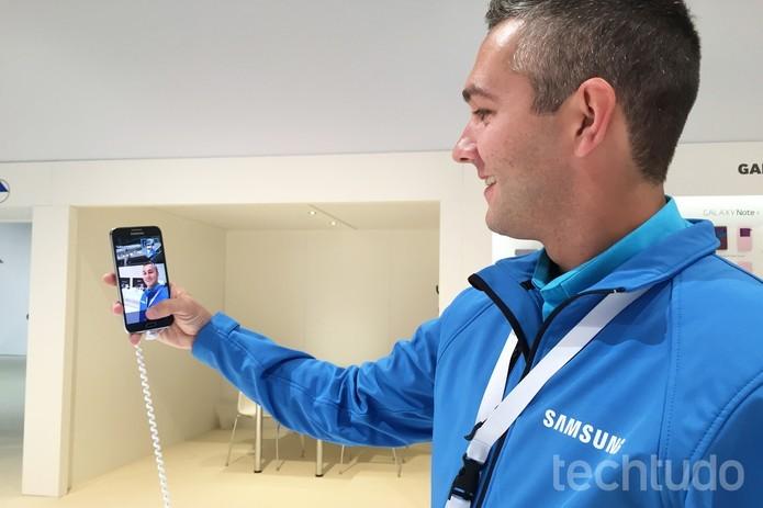 Modelos E5 e E  contam com o recurso Wide Selfie (Foto: Gabriela Fiszman/TechTudo)