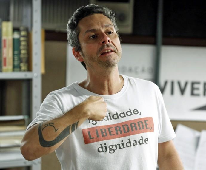 Romero tenta sair da facção e se entrega (Foto: Ellen Soares/ Gshow)