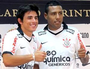 apresentação de William e Luiz Ramirez no Corinthians (Foto: Leandro Canônico / Globoesporte.com)