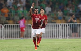"""Convocação impulsiona Paulinho para """"decisão"""" com o Guangzhou na China"""