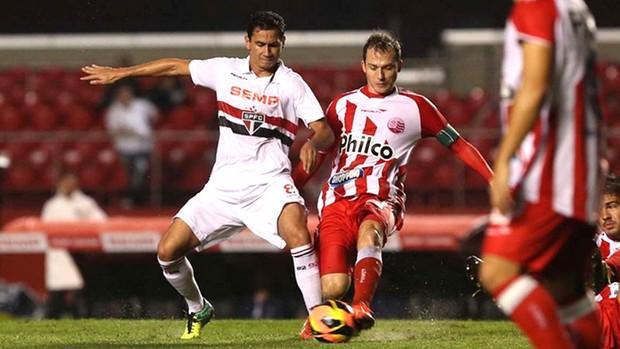 Ganso São Paulo e Náutico (Foto: Rubens Chiri / saopaulofc.net)