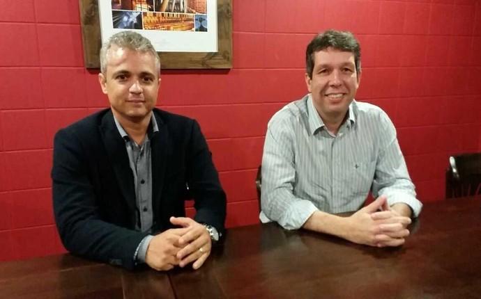 Alexandre Grasseli ao lado do presidente do Rio Branco-ES, Maurício Duque (Foto: Richard Pinheiro/GloboEsporte.com)