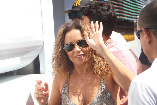 Daniela Mercury chega ao seu trio em Salvador (Foto: Thiago Duran e Wesley Costa /AgNews)
