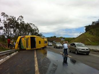 Velocidade do ônibus estava a 20 km/h acima do limite permitido na rodovia (Foto: Manoel Filho/G1)