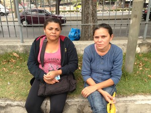 Vizinha e mãe de Rebeca (Foto: Lívia Torres/G1)