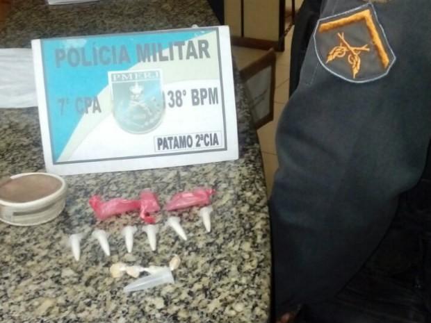 Menores estavam com cápsulas de cocaína e crack (Foto: Divulgação/Polícia Militar)