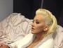 Christina Aguilera posa só de roupão e mostra demais em rede social