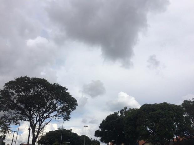 Céu de Campo Grande na tarde desta terça-feira (21) (Foto: Maria Caroline Palieraqui/ G1 MS)
