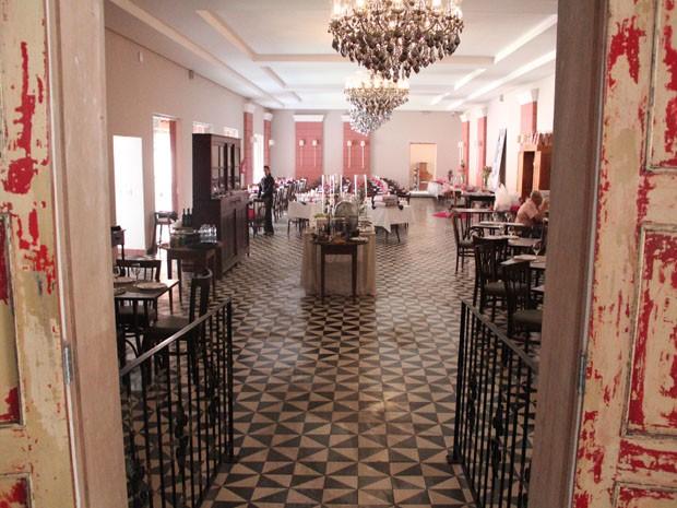 Restaurante do hotel é especializado em gastronomia regional (Foto: Jéssica Balbino/ G1)