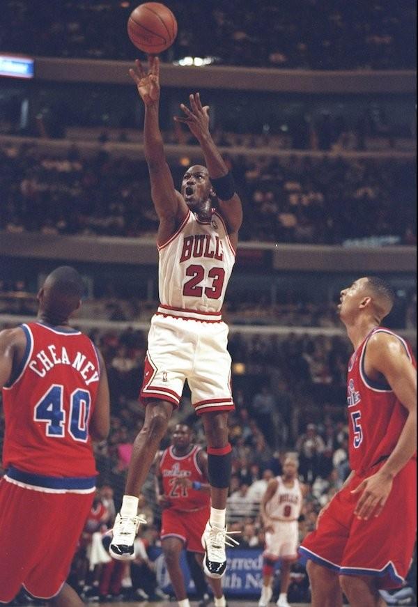 Michael Jordan em ação pelo Chicago Bulls (Foto: Getty Images)