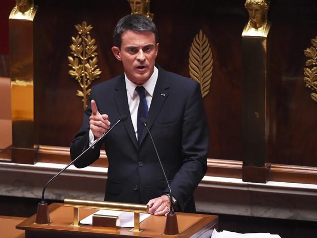 O primeiro-ministro da França, Manuel Valls, participa de debate sobre migração na Assembleia Nacional, em Paris, na quarta (16) (Foto: AFP Photo/Stephane De Sakutin)