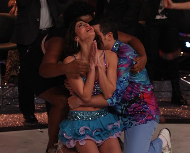 Carol fica eufórica ao levar o título do quadro (Foto: Domingão do Faustão / TV Globo)