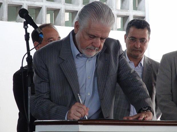 Governador assina ordem de serviço para ampliação do HGE (Foto: Naiá Braga)