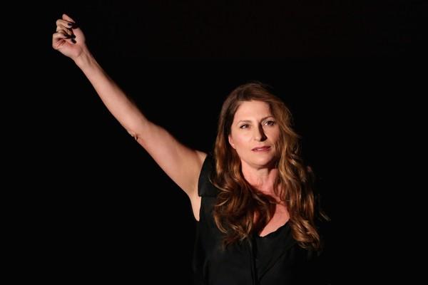 A cineasta neozelandesa Niki Caro assume a direção do remake (Foto: Getty Images)