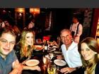 Roberto Justus janta com a família em Miami