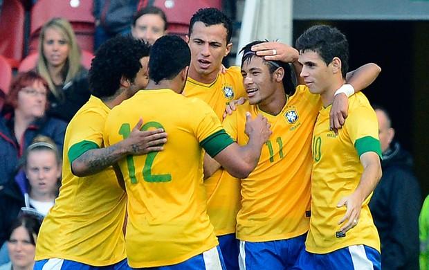 Neymar comemora Brasil amistoso Grã-Bretanha (Foto: Reuters)