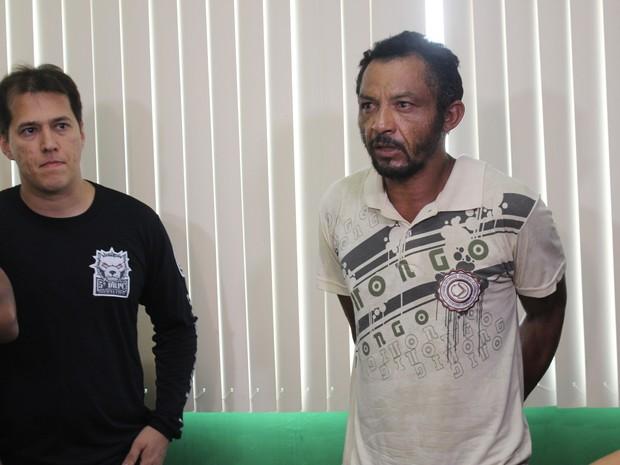 Quinto suspeito foi apresentado durante coletiva na Secretaria de Segurança (Foto: Catarina Costa/G1)