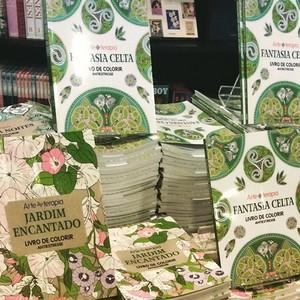 Livros para colorir ganham espaço nas livrarias  (Foto: Época Negócios)