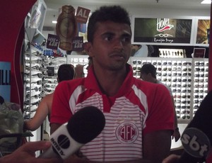 Wanderson, lateral do América-RN, afirma que cansaço tem atrapalhado (Foto: Tiago Menezes/GLOBOESPORTE.COM)