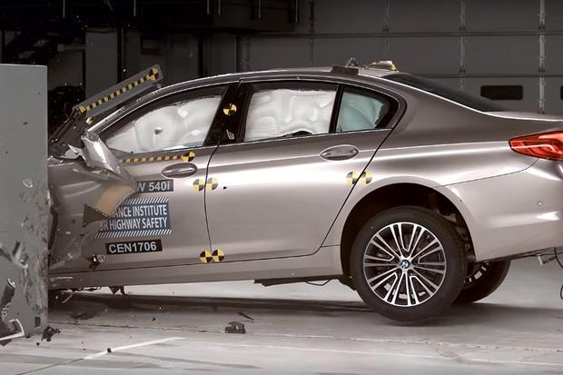 BMW Série 5 conquista nota máxima de segurança nos EUA (Foto: Reprodução / IIHS)