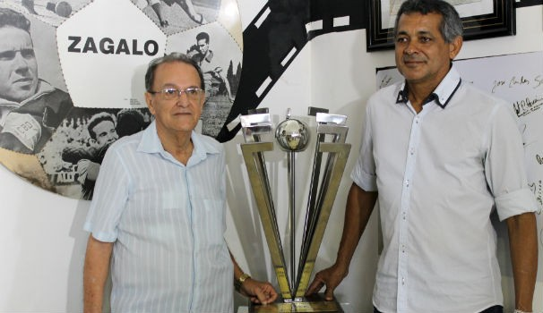 Fredy Correia, foi o artista plástico que elaborou o troféu a pedido da TV Gazeta (Foto: Divulgação/ Arquivo pessoal)