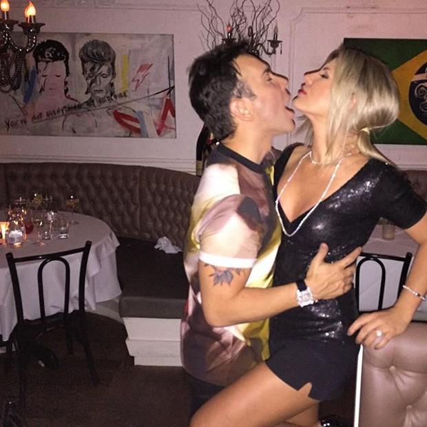 Iris Stefanelli e Matheus mazzafera se beijam (Foto: Reprodução/Instagram)