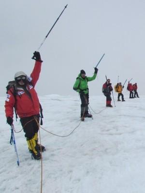 Expedição brasileira escalando no Monte Elbrus, na Rússia (Foto: Arquivo Pessoal)