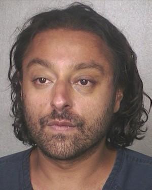 Vikram Chatwal irá responder por oito acusações relacionadas a drogas (Foto: Broward County Sheriff's Office/AFP)