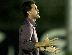Vagner Mancini, técnico do Guarani, no jogo contra o Vasco (Foto: Alexandre Cassiano / Agência O Globo)