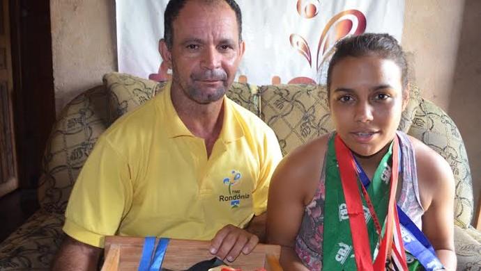 Bruna Stefani e o treinador Antônio Nunes (Foto: Rogério Aderbal)