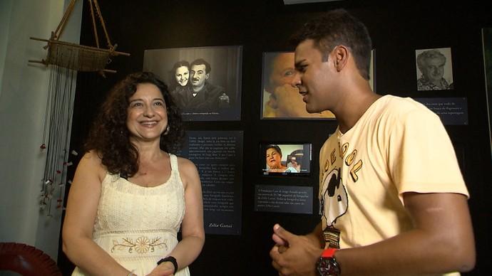 Pablo Vasconcelos entrevista a biógrafa italiana Antonella Rita Roscilli (Foto: TV Bahia)